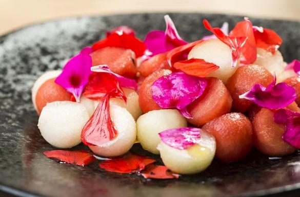 Kwiaty pelargonii - Sałatka...